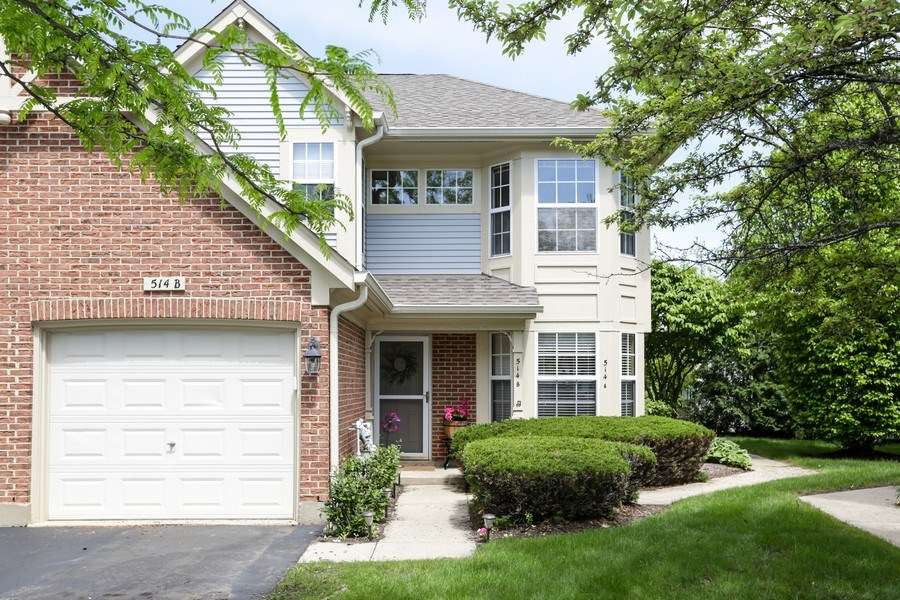 Real Estate Photography - 514 Pembrook ct. S, B, Crystal lake, IL, 60014 - Front View