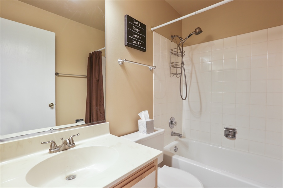 Real Estate Photography - 514 Pembrook ct. S, B, Crystal lake, IL, 60014 - Bathroom