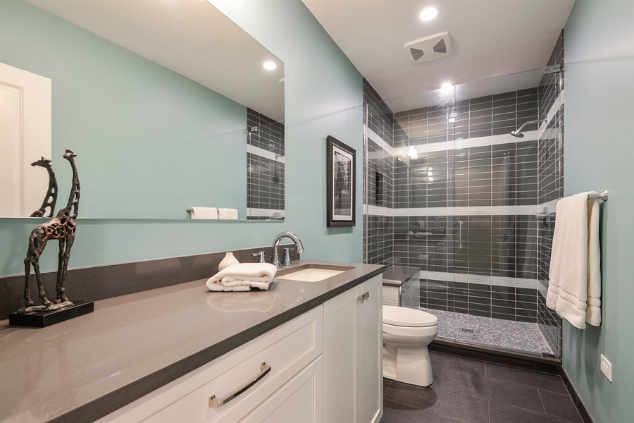 Real Estate Photography - 1001 Woodlawn, Glenview, IL, 60025 - 3rd Bathroom