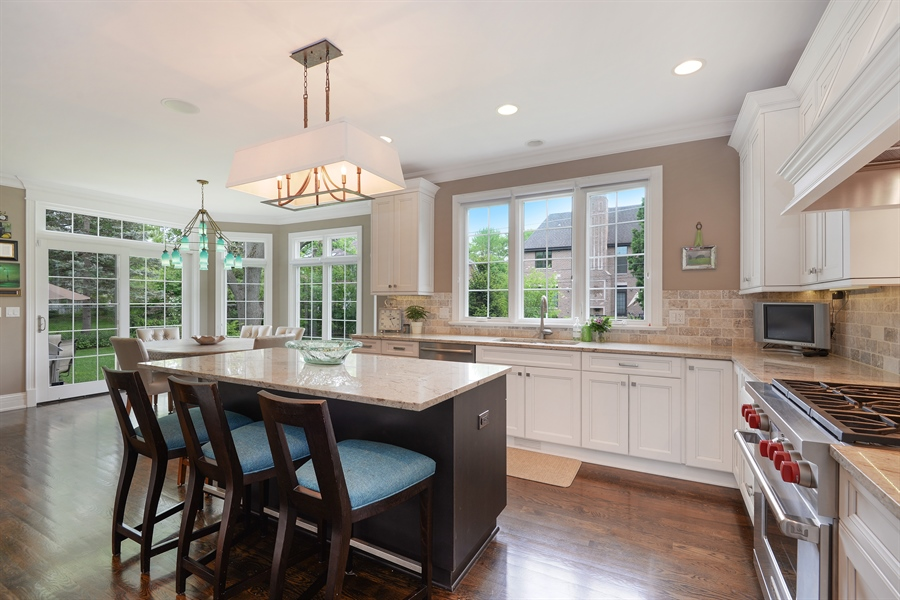 Real Estate Photography - 1001 Woodlawn, Glenview, IL, 60025 - Kitchen