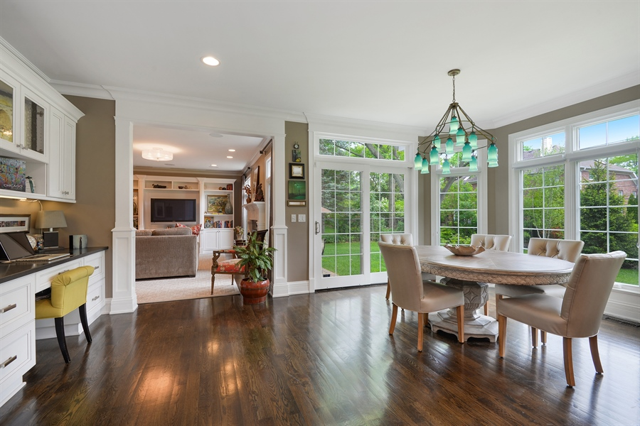 Real Estate Photography - 1001 Woodlawn, Glenview, IL, 60025 - Breakfast Area
