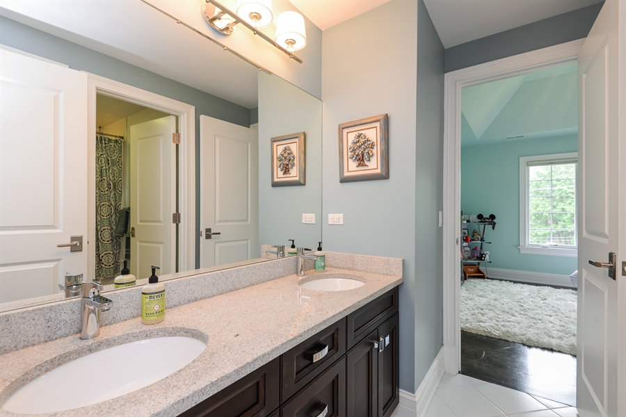 Real Estate Photography - 1001 Woodlawn, Glenview, IL, 60025 - 2nd Bathroom