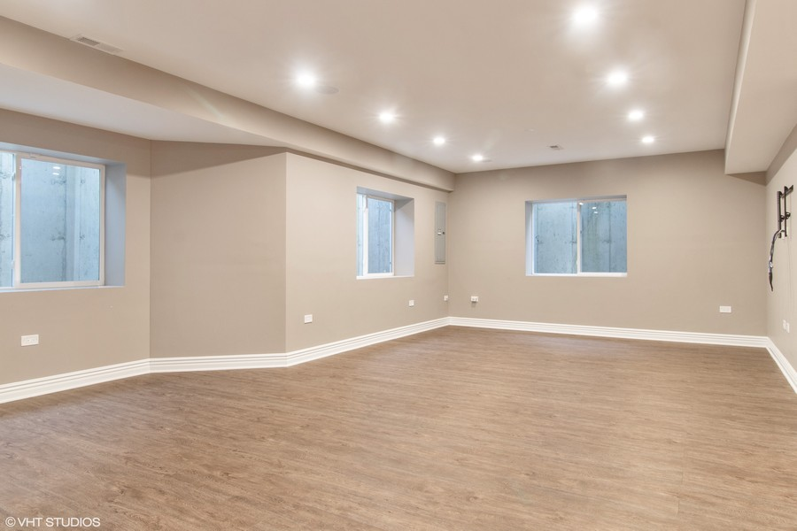 Real Estate Photography - 1001 Woodlawn, Glenview, IL, 60025 - Recreation Room