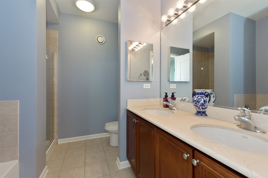 Real Estate Photography - 125 S. Jefferson St., 1704, Chicago, IL, 60661 - Master Bathroom