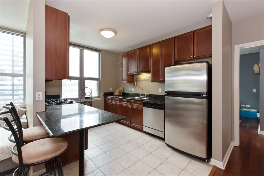 Real Estate Photography - 125 S. Jefferson St., 1704, Chicago, IL, 60661 - Kitchen