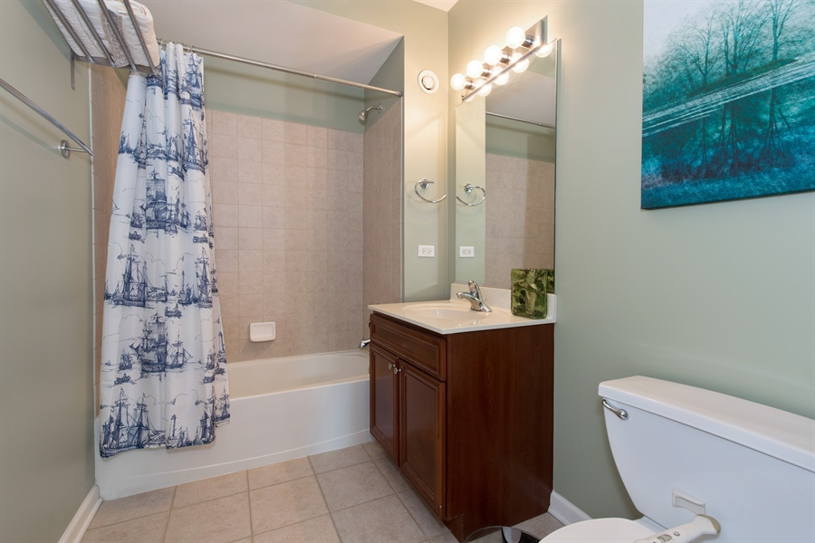 Real Estate Photography - 125 S. Jefferson St., 1704, Chicago, IL, 60661 - Bathroom