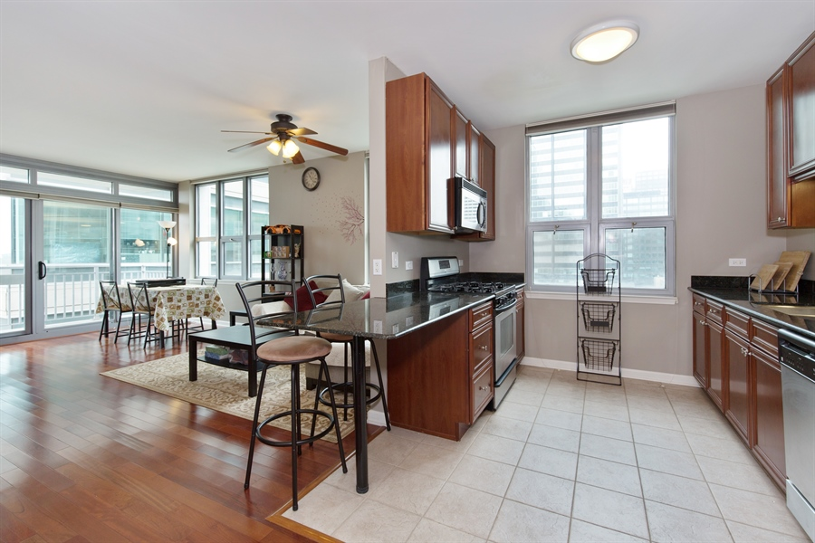 Real Estate Photography - 125 S. Jefferson St., 1704, Chicago, IL, 60661 - Kitchen / Living Room