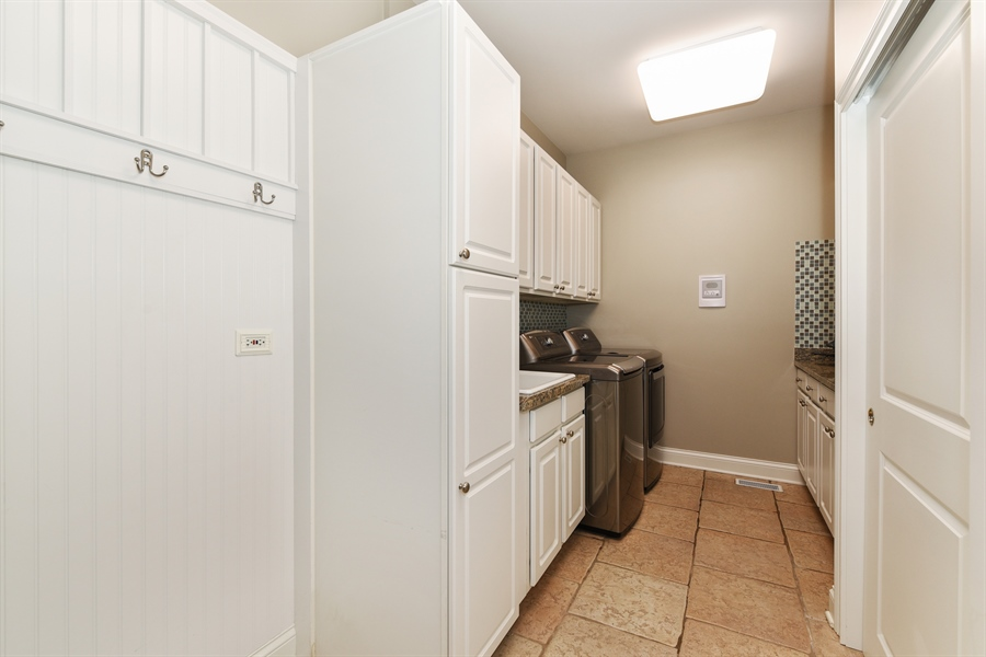 Real Estate Photography - 349 woodland ct, palatine, IL, 60067 - Mudroom