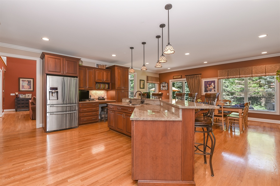 Real Estate Photography - 349 woodland ct, palatine, IL, 60067 - Kitchen