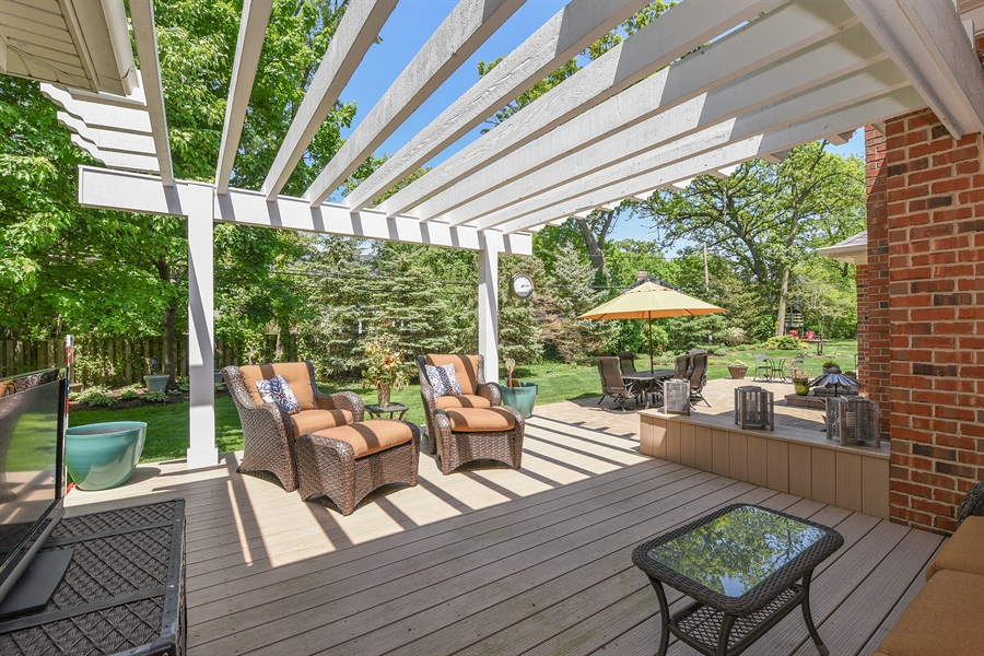 Real Estate Photography - 349 woodland ct, palatine, IL, 60067 - Deck
