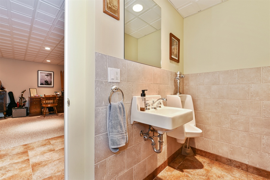 Real Estate Photography - 349 woodland ct, palatine, IL, 60067 - 2nd Bathroom