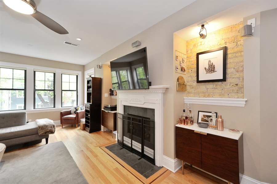 Real Estate Photography - 3933 N Marshfield Ave, Unit 2s, Chicago, IL, 60613 - Living Room