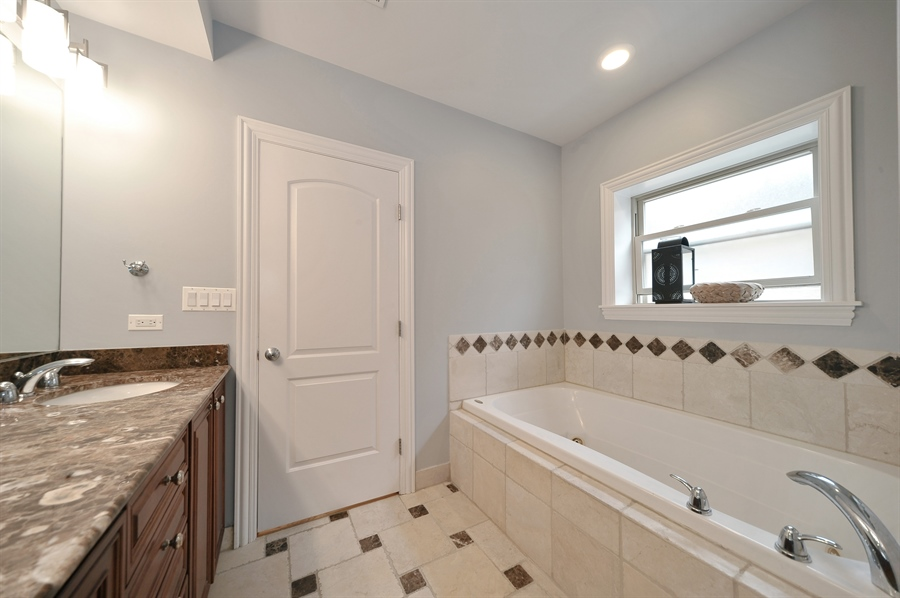 Real Estate Photography - 3933 N Marshfield Ave, Unit 2s, Chicago, IL, 60613 - Master Bathroom
