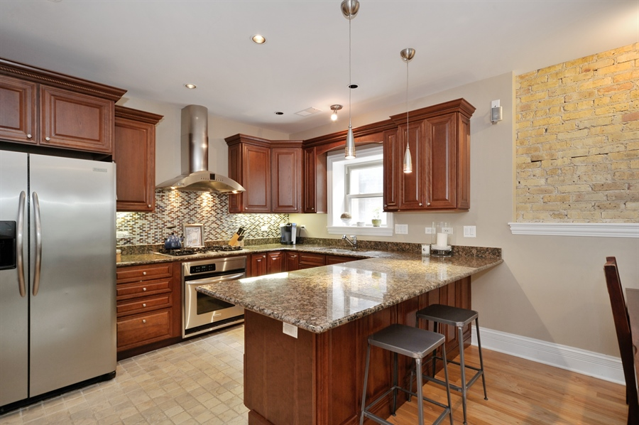 Real Estate Photography - 3933 N Marshfield Ave, Unit 2s, Chicago, IL, 60613 - Kitchen / Breakfast Room