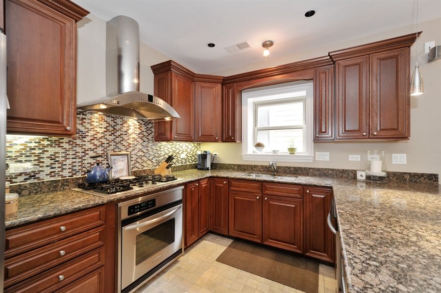 Real Estate Photography - 3933 N Marshfield Ave, Unit 2s, Chicago, IL, 60613 - Kitchen
