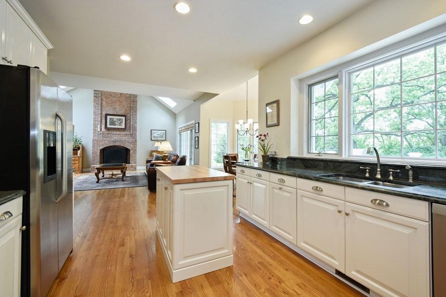 Real Estate Photography - 28367 W Heritage Oaks Rd, Barrington, IL, 60010 - Kitchen