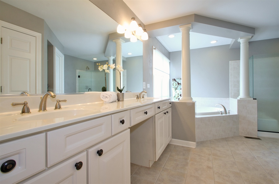 Real Estate Photography - 2223 Thistle, Glenview, IL, 60026 - Master Bathroom
