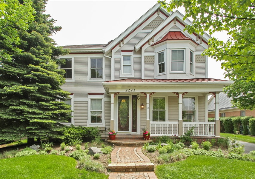 Real Estate Photography - 2223 Thistle, Glenview, IL, 60026 - Front View