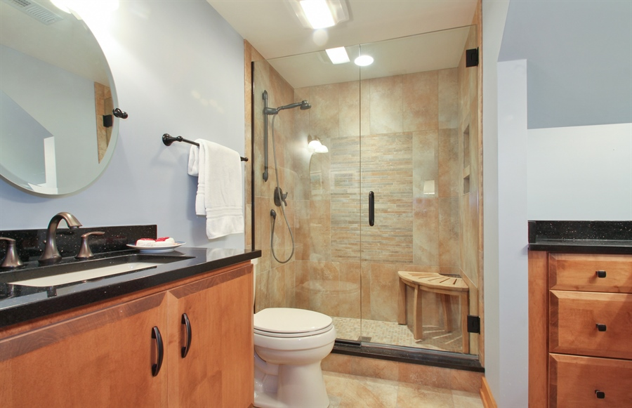 Real Estate Photography - 2223 Thistle, Glenview, IL, 60026 - Bathroom