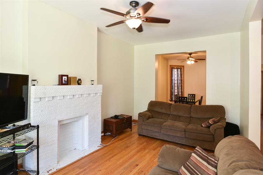 Real Estate Photography - 3227 W Fulton Blvd, Chicago, IL, 60624 - Living Room