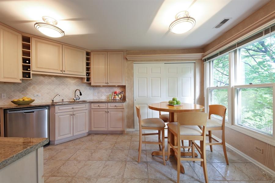 Real Estate Photography - 2527 Live Oak, Buffalo Grove, IL, 60089 - Kitchen