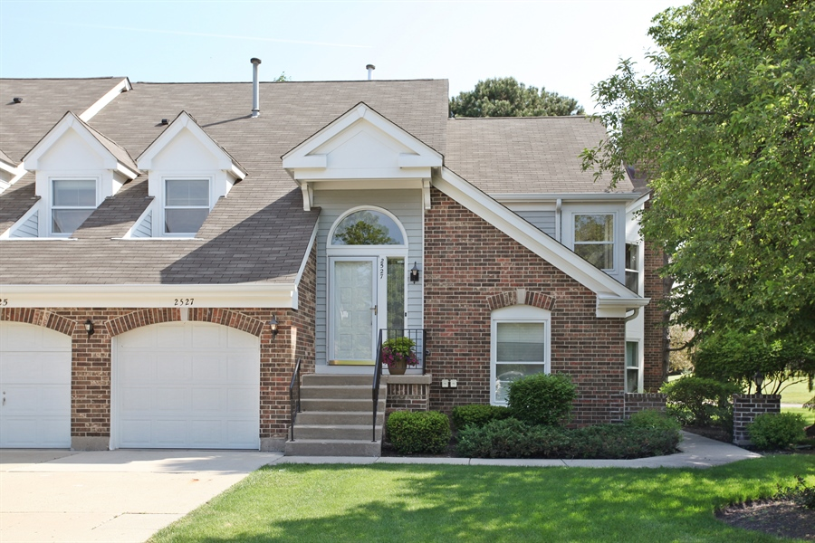 Real Estate Photography - 2527 Live Oak, Buffalo Grove, IL, 60089 - Front View