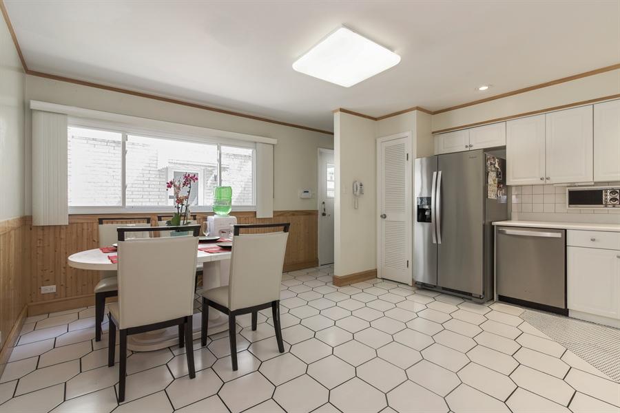 Real Estate Photography - 6902 Lockwood, Skokie, IL, 60077 - Kitchen