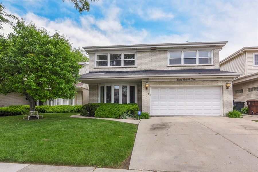 Real Estate Photography - 6902 Lockwood, Skokie, IL, 60077 - Front View