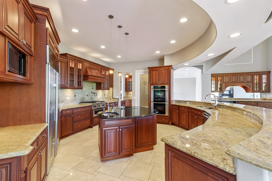 Real Estate Photography - 8 Jennifer Ct, Barrington Hills, IL, 60010 - Kitchen