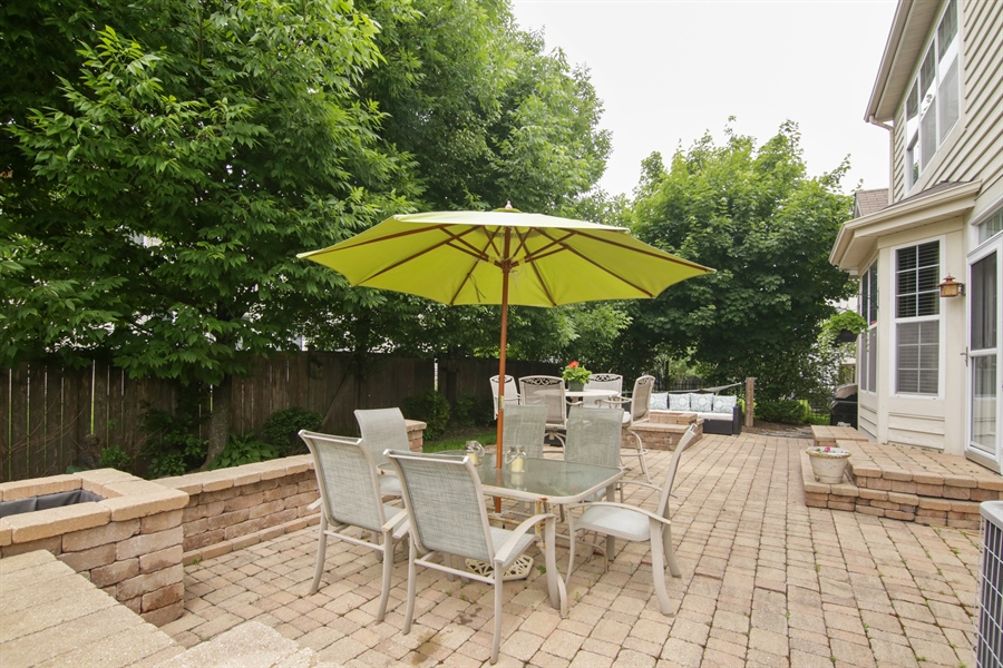 Real Estate Photography - 2584 Joshua Ln, Northbrook, IL, 60062 - Back Yard