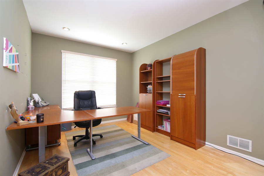 Real Estate Photography - 2584 Joshua Ln, Northbrook, IL, 60062 - Office