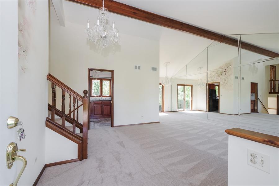 Real Estate Photography - 635 Penn Blvd, Lindenhurst, IL, 60046 - Foyer