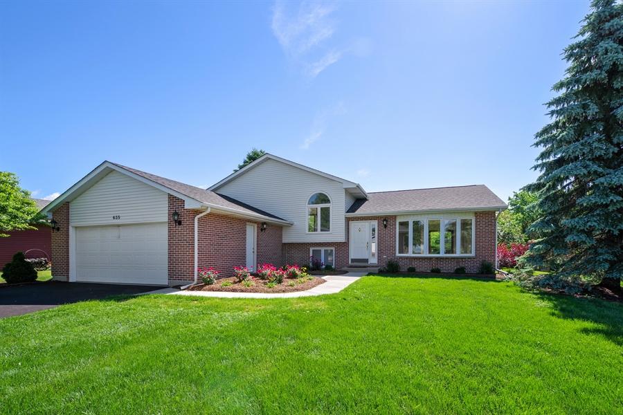 Real Estate Photography - 635 Penn Blvd, Lindenhurst, IL, 60046 - Front View