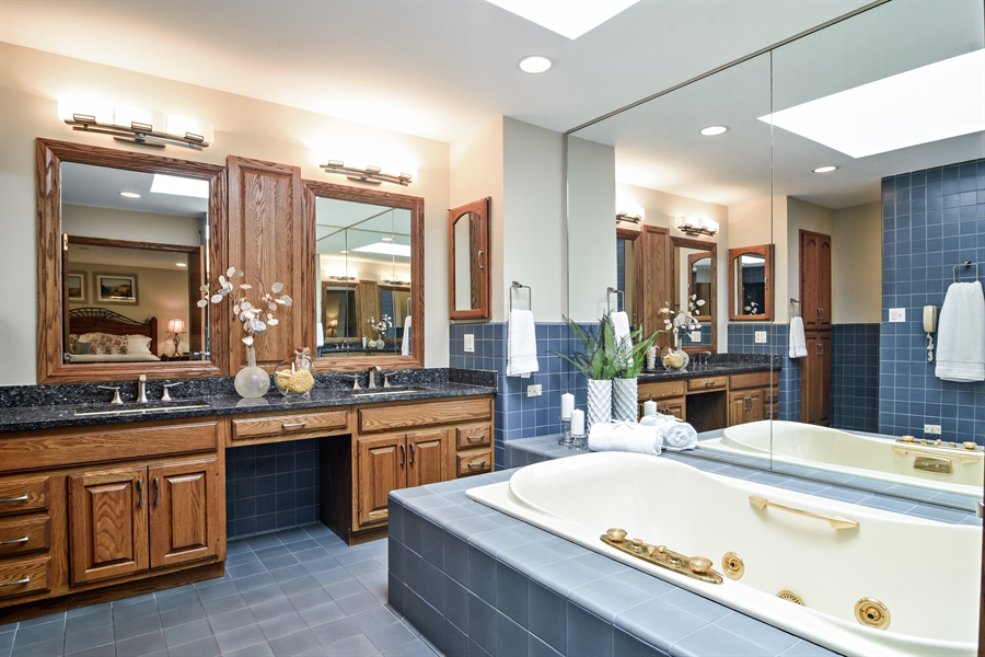 Real Estate Photography - 4509 N Krueger, Long Grove, IL, 60047 - Master Bathroom
