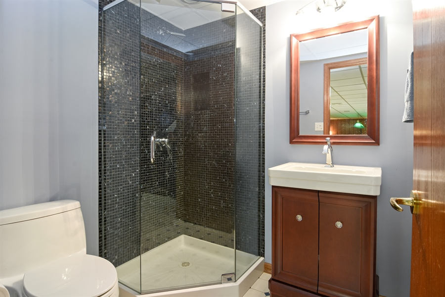 Real Estate Photography - 4509 N Krueger, Long Grove, IL, 60047 - 2nd Bathroom
