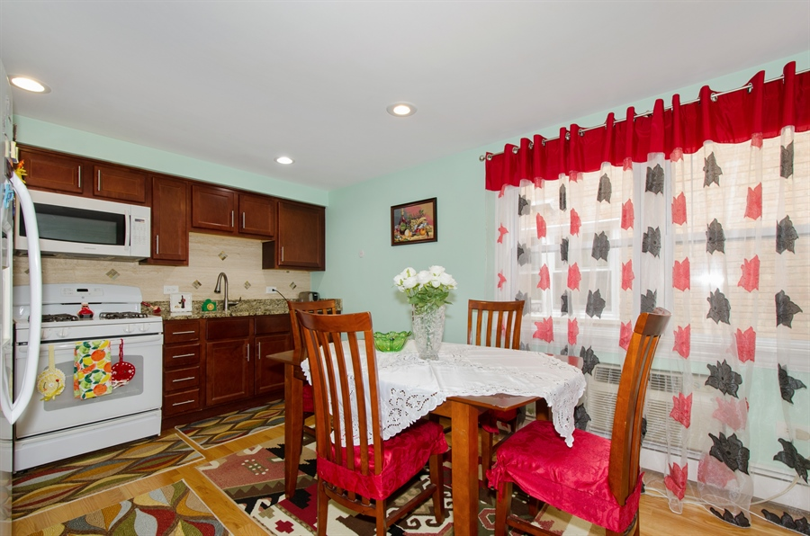 Real Estate Photography - 5227 N Reserve Ave, 2W, Chicago, IL, 60656 - Kitchen / Breakfast Room