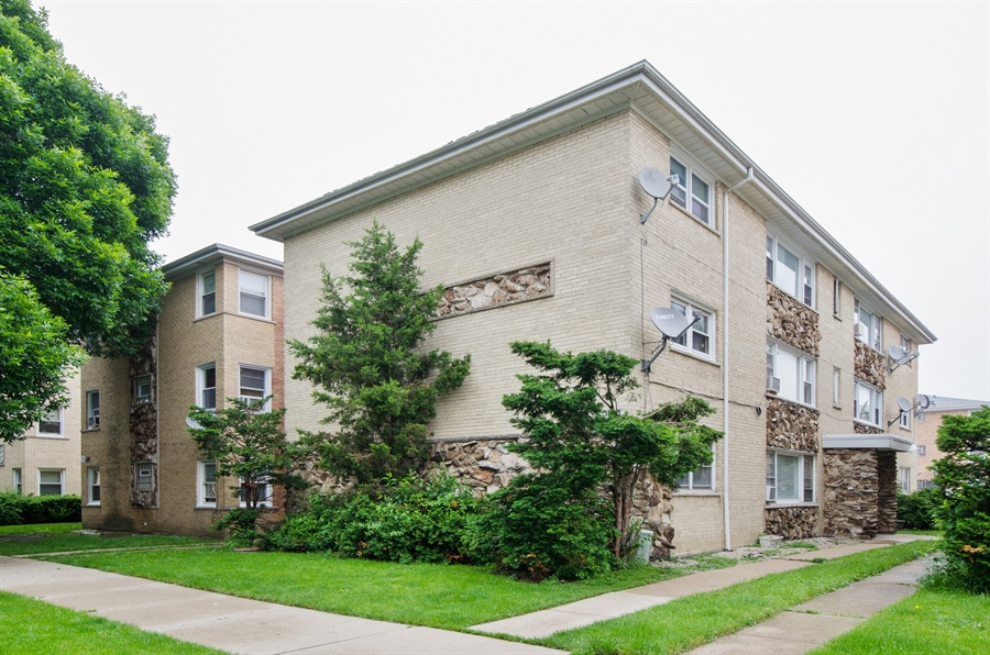 Real Estate Photography - 5227 N Reserve Ave, 2W, Chicago, IL, 60656 - Front View