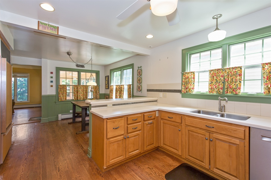 Real Estate Photography - 2111 Ridge Ave, Evanston, IL, 60201 - Kitchen