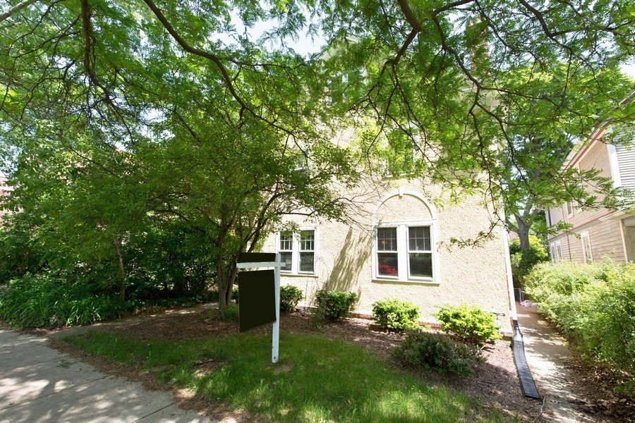 Real Estate Photography - 2111 Ridge Ave, Evanston, IL, 60201 - Front View
