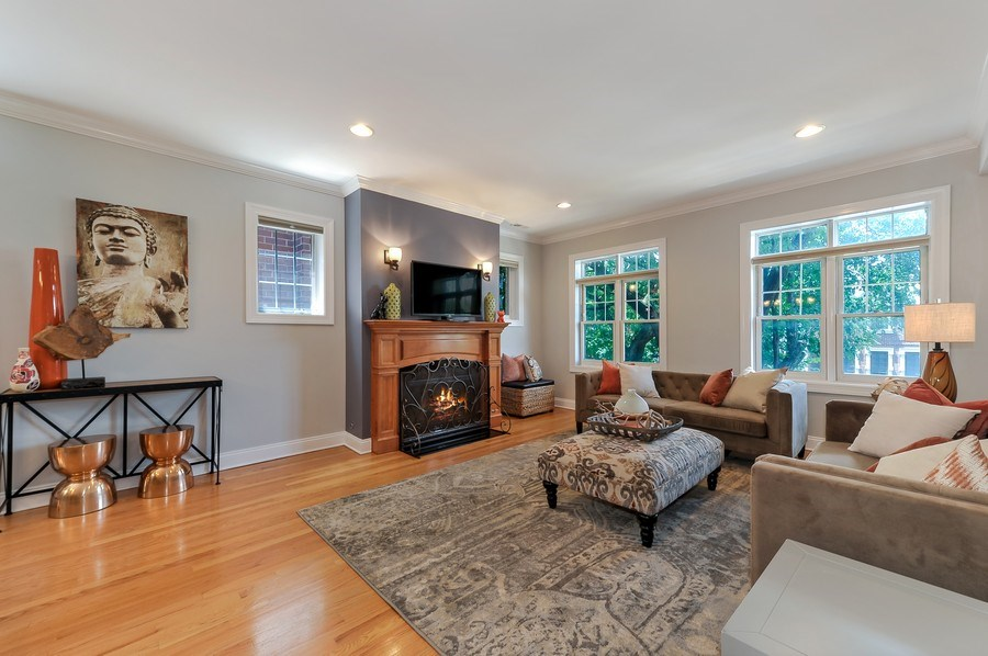 Real Estate Photography - 3927 N. Greenview, 4S, Chicago, IL, 60613 - Living Room