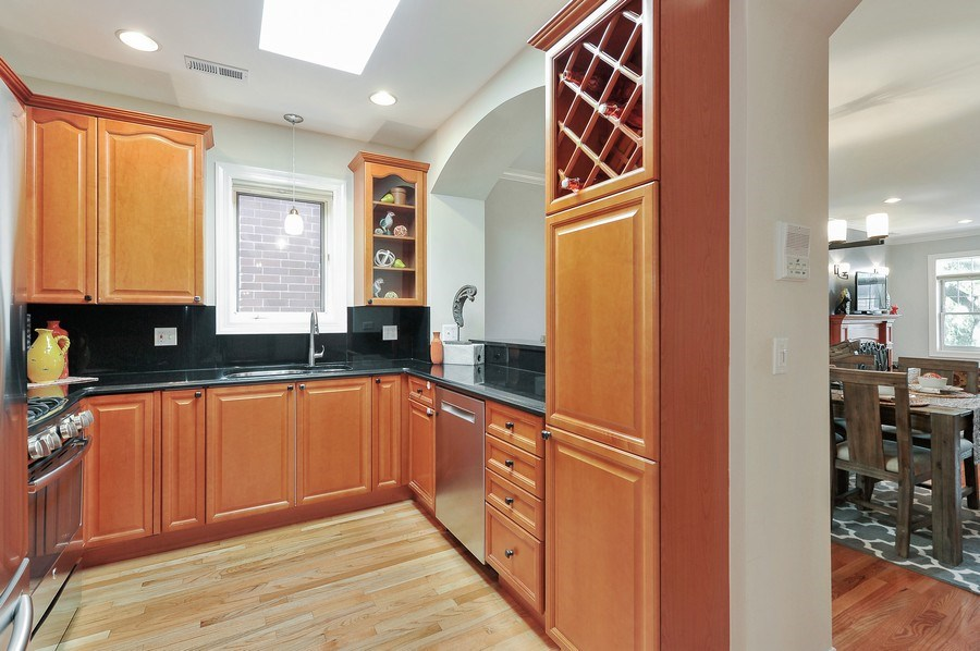 Real Estate Photography - 3927 N. Greenview, 4S, Chicago, IL, 60613 - Kitchen