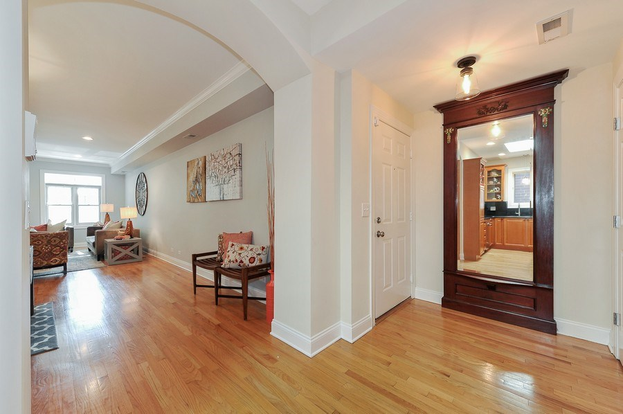 Real Estate Photography - 3927 N. Greenview, 4S, Chicago, IL, 60613 - Foyer