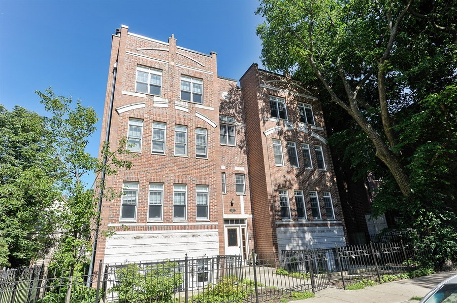 Real Estate Photography - 3927 N. Greenview, 4S, Chicago, IL, 60613 - Front View