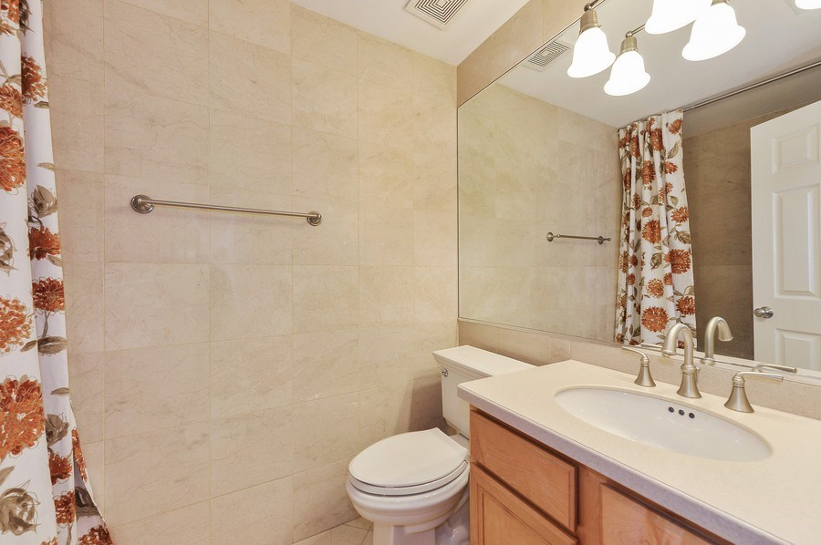 Real Estate Photography - 3927 N. Greenview, 4S, Chicago, IL, 60613 - Second Bath