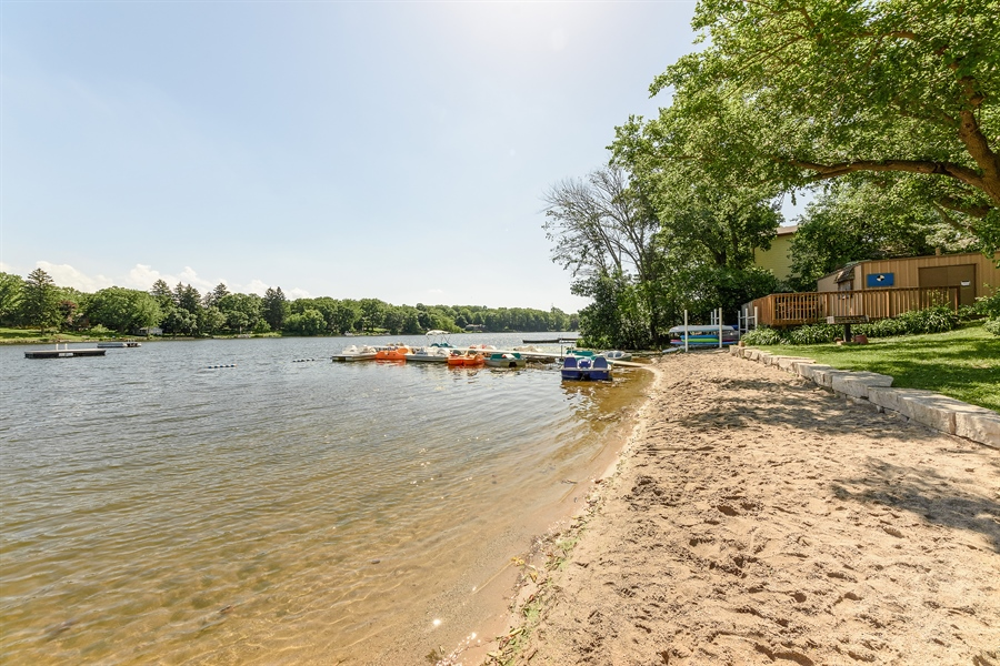 Real Estate Photography - 21530 W Sylvan Dr, Mundelein, IL, 60060 - Beach