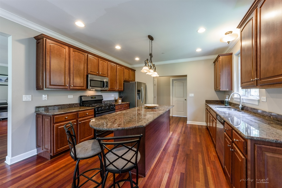 Real Estate Photography - 21530 W Sylvan Dr, Mundelein, IL, 60060 - Kitchen