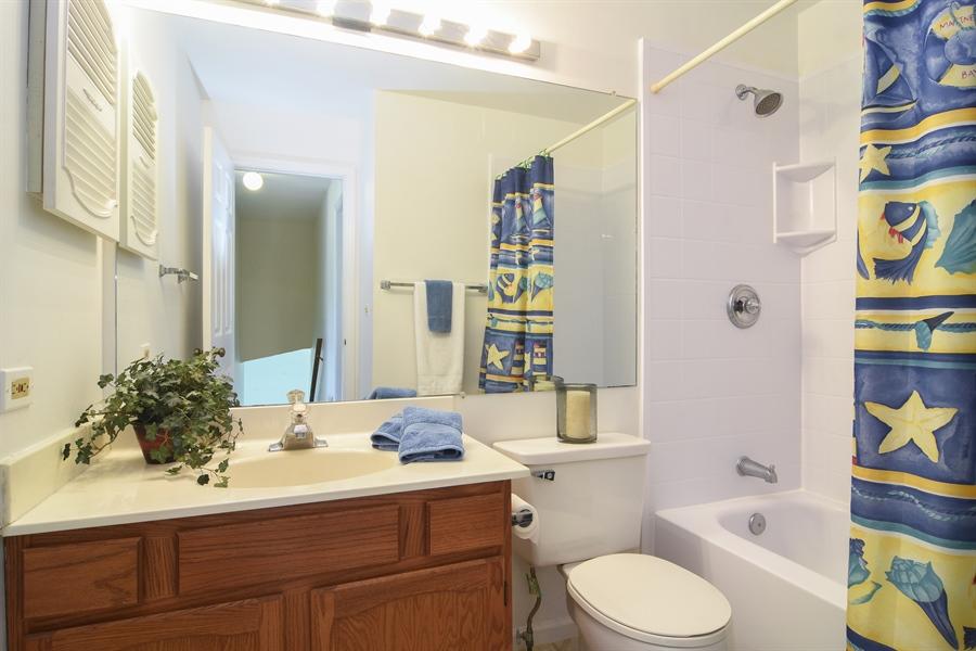 Real Estate Photography - 101 E Harbor Drive, Lake Zurich, IL, 60047 - Bathroom