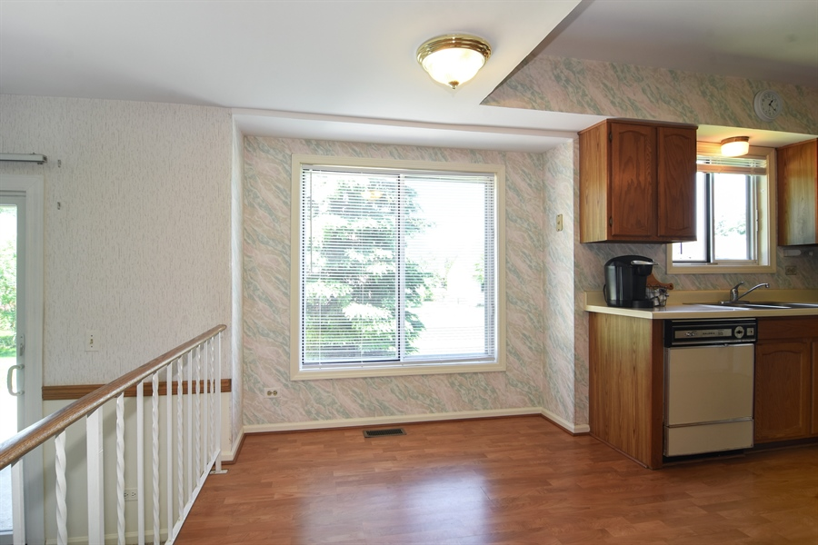 Real Estate Photography - 101 E Harbor Drive, Lake Zurich, IL, 60047 - Breakfast Nook