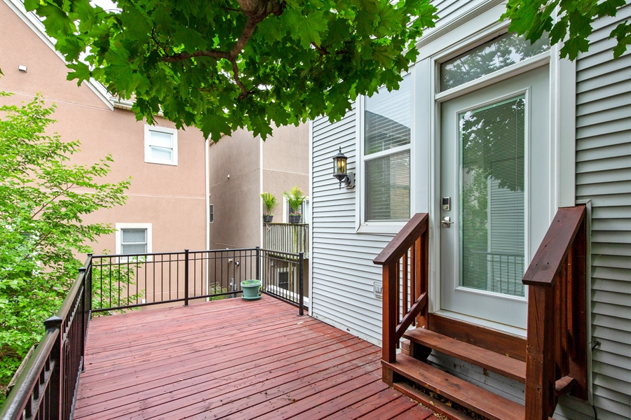 Real Estate Photography - 2847 N Wolcott, Unit #B, Chicago, IL, 60657 - Deck