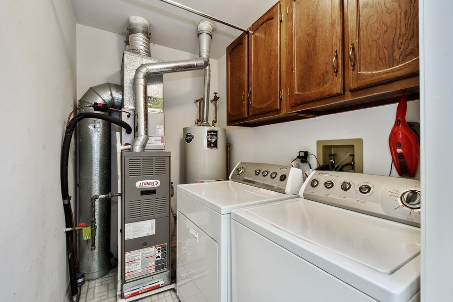 Real Estate Photography - 1603 Woodcrest Cir, Mundelein, IL, 60060 - Laundry Room